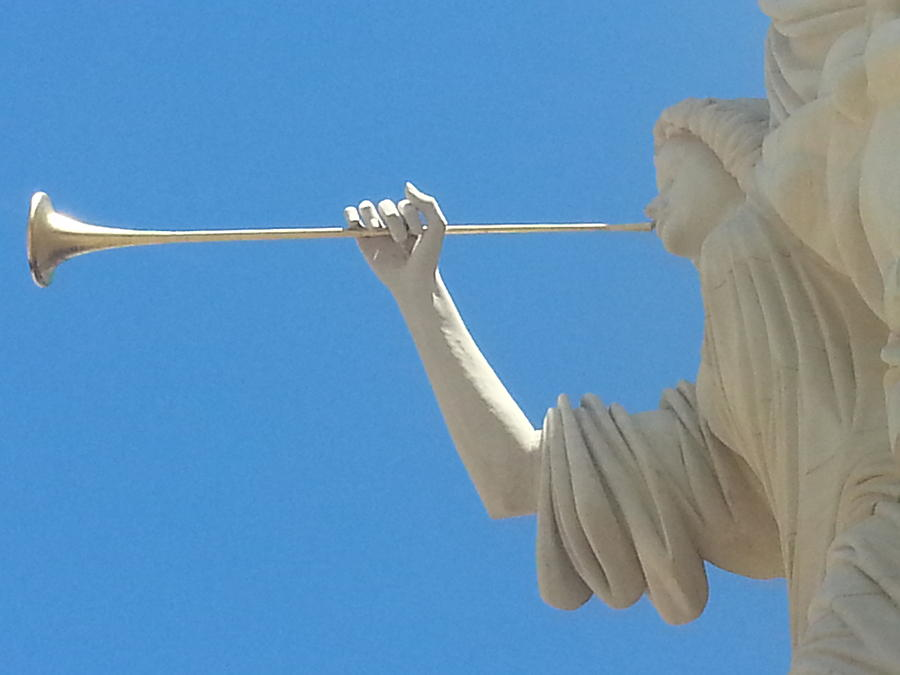 angel-gabriel-blowing-his-horn-gabe-aguilar