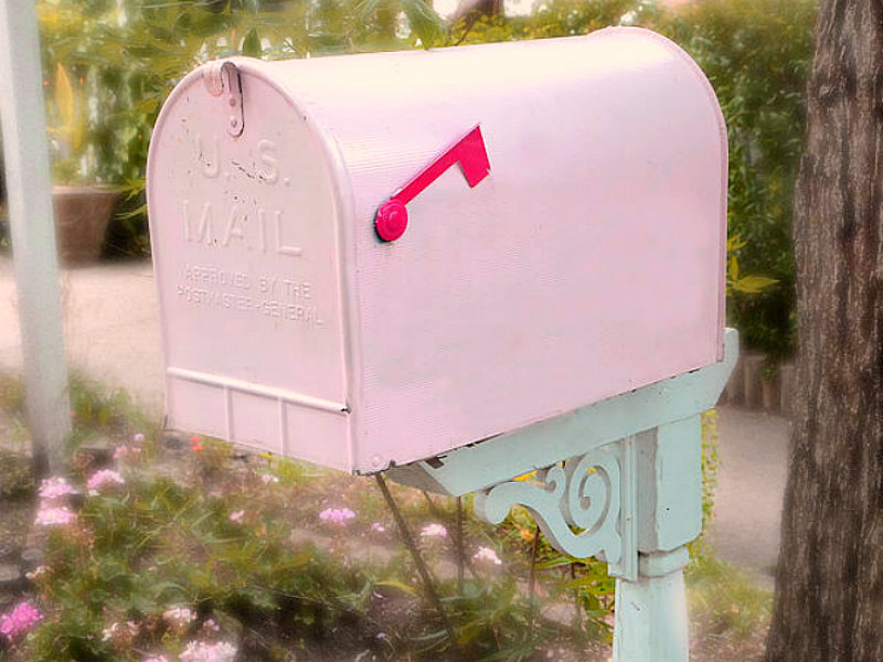 dreamy-pink-mailbox-shabby-chic-cottage-chic-garden-pink-mailbox-romantic-pink-mailbox-kathy-fornal