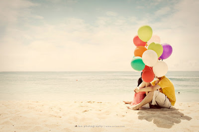 ballons-beach-colorful-couple-love-photography-favim-com-777371