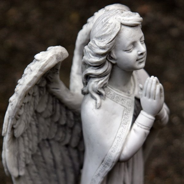 praying-angel-grey-stone-09-600